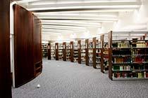 B2階 学生読書室
