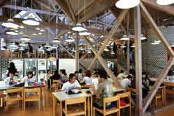 学生第二食堂(通称:木の食堂)