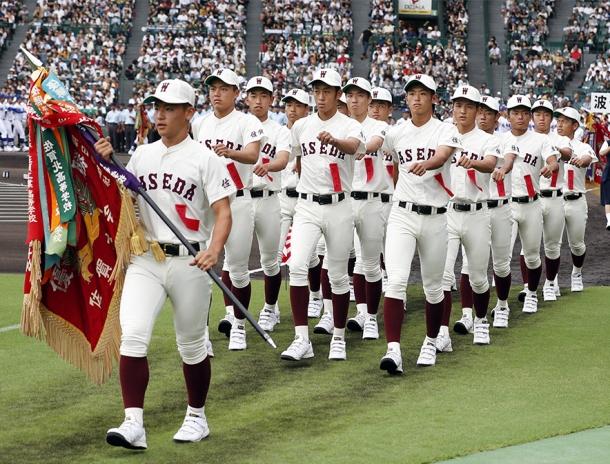 第99回全国高校野球選手権大会の開会式で、入場行進する早稲田佐賀ナイン=8日午前、甲子園球場