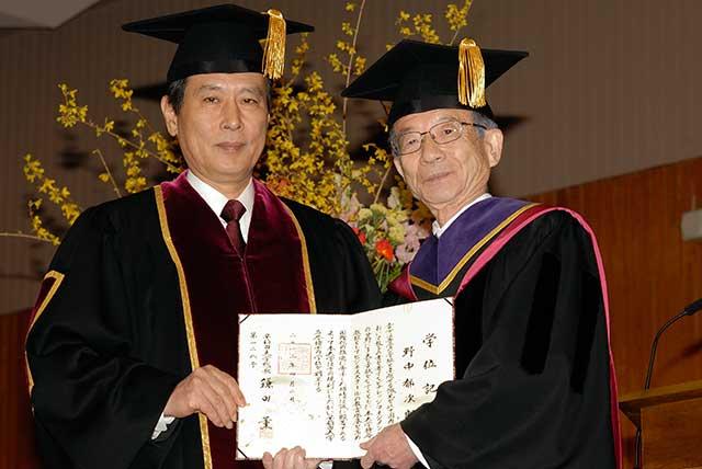 鎌田総長と野中郁次郎氏