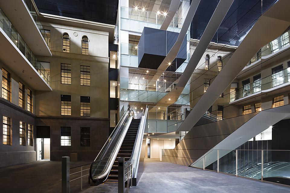 早稲田キャンパス新3号館が竣工 旧3号館の外観を再現し伝統を未来へ ...