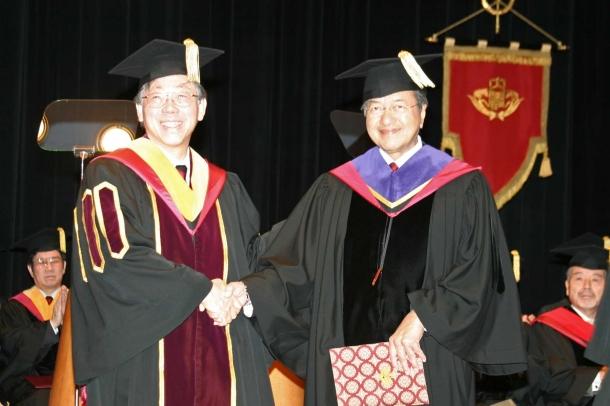 20051203マハティール・モハマンド名誉博士学位授与式-(54)