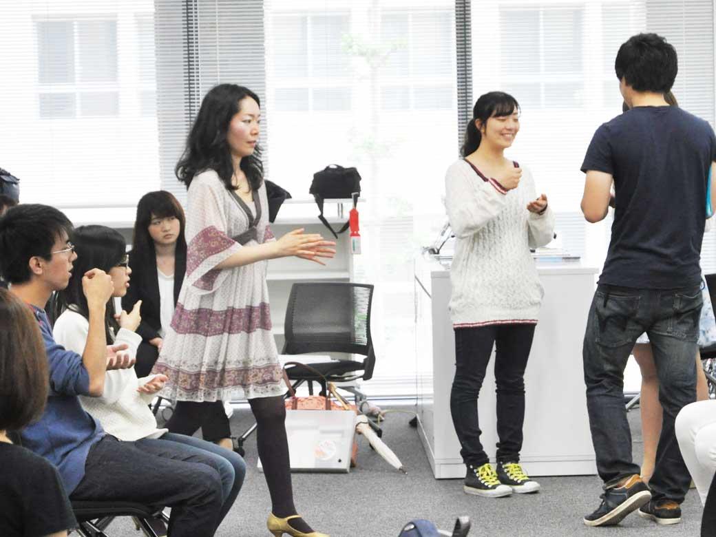 「社会貢献のためのクリエイティブな発想と実践」授業の様子