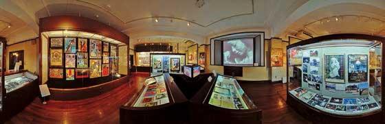 企画展「広場をつくる・広場を動かす—日本の仮設劇場の半世紀—展」(演劇博物館、2011年)撮影:鹿野安司