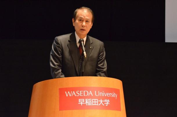 開催の挨拶をする鎌田総長