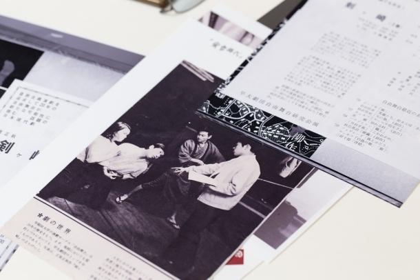 大学受験生向け雑誌『蛍雪時代』に掲載された、『剣ヶ崎』立ち稽古の様子。当時、早稲田大学といえば、「演劇」だった。