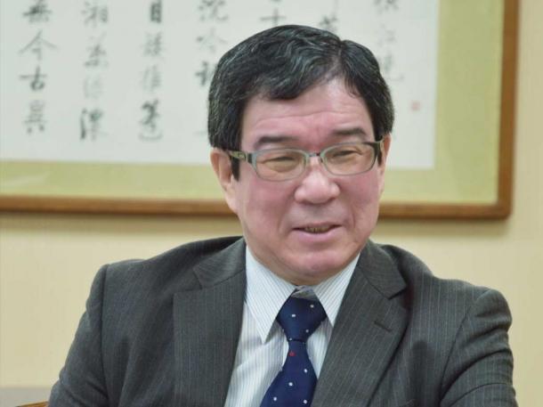 図書館長 理工学術院教授 深澤良彰 早稲田大学大学院理工学研究科で博士課程を修了後、1992年早稲田大学理工学部情報学科教授に就任。2010年から2014年まで研究推進(総括)および情報化推進担当理事。2014年より図書館長。