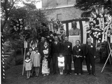 1935年の東洋小野梓先生胸像除幕式、大学史資料センター写真データベースB113-12元画像