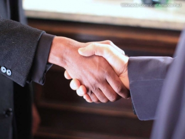 shake_hands_partnership_agreement_eyecatch