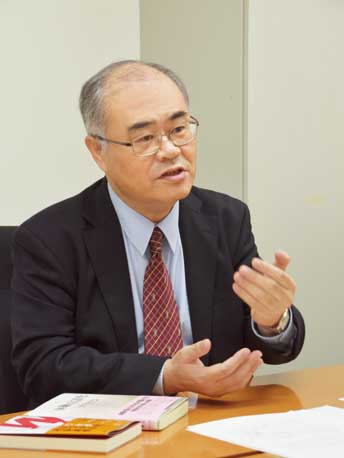 教務部長 法学学術院教授 古谷修一
