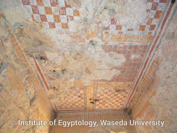 写真1 色彩鮮やかな装飾が残るコンスウ墓天井