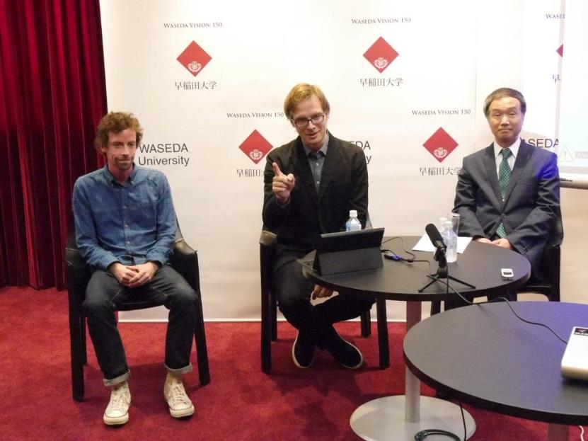 早稲田大学で行われた記者会見の様子、右から十重田裕一 文学学術院教授、マイケル エメリック UCLA准教授(早稲田大学訪問准教授)、プログラマーのマシューファーゴ氏
