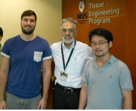 左からRókus Kriszt氏、Michael Raghunath博士、新井敏博士