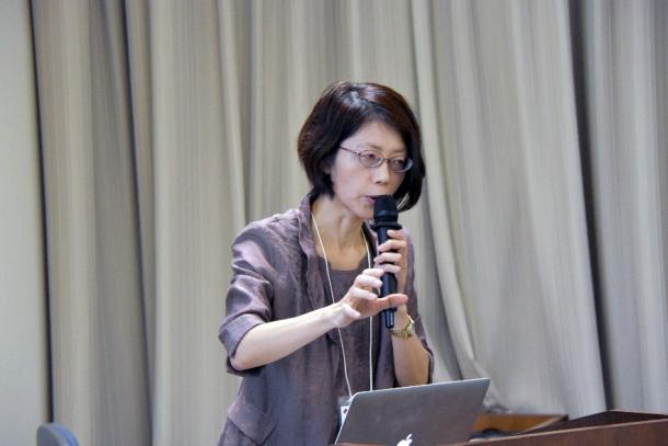 講演を行う大須理英子教授(人間科学学術院)