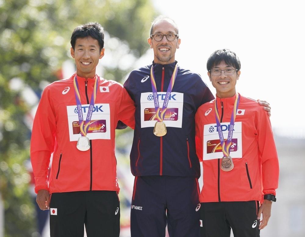 Kobayashi (right) on the podium with fellow winners Yohann Diniz (center) and Hirooki Arai (left) (Photo: Kyodo)