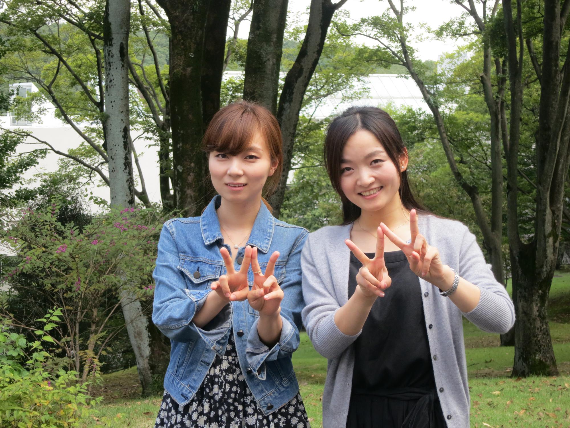 International students enjoy the natural beauty of Tokorozawa Campus
