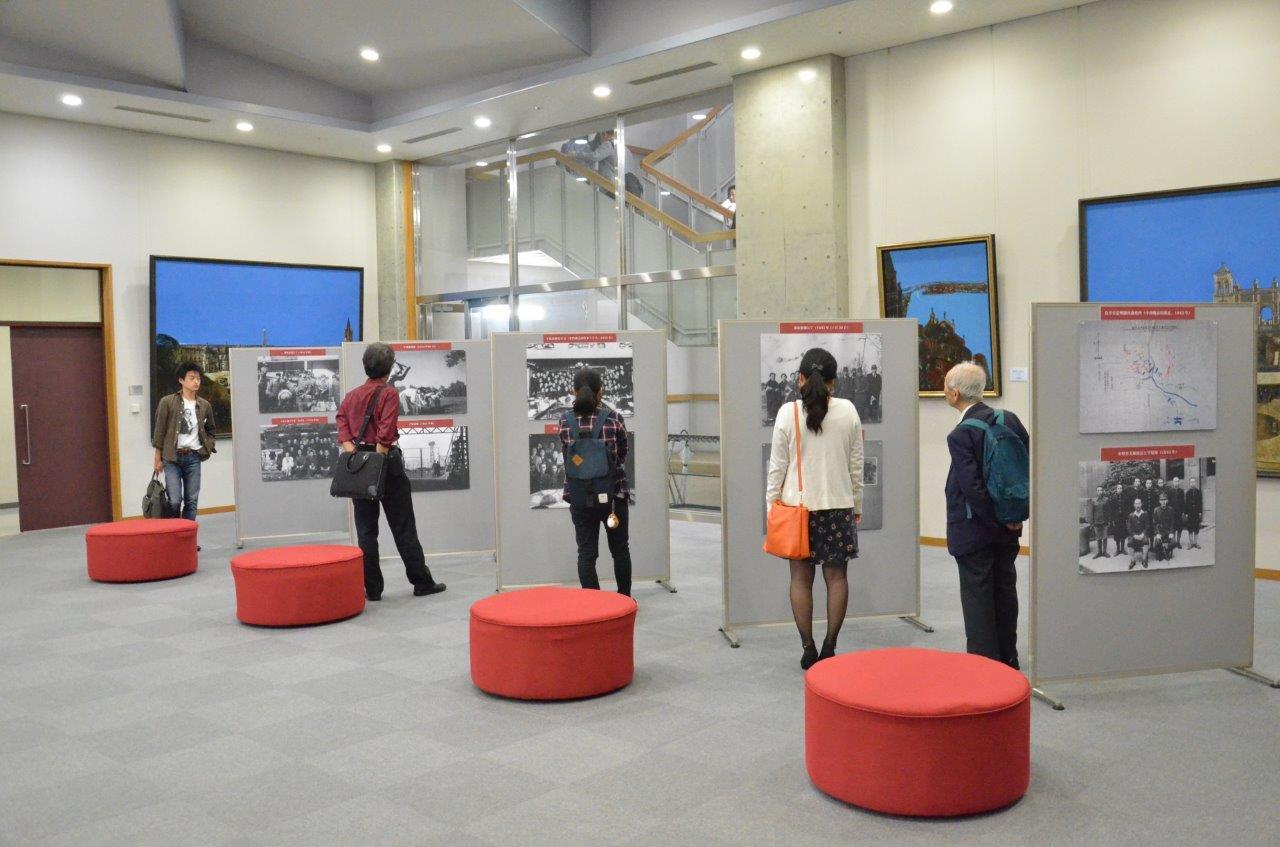 会場出口に置かれた学徒出陣に関するパネル展示