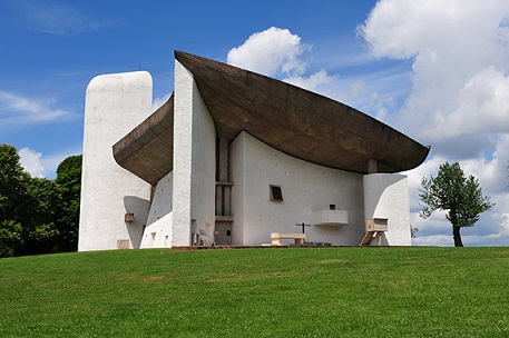 Le Corbusier: A dialogue with Ronchamp Hill ~ What Takamasa learnt from the living breaths of a master ~