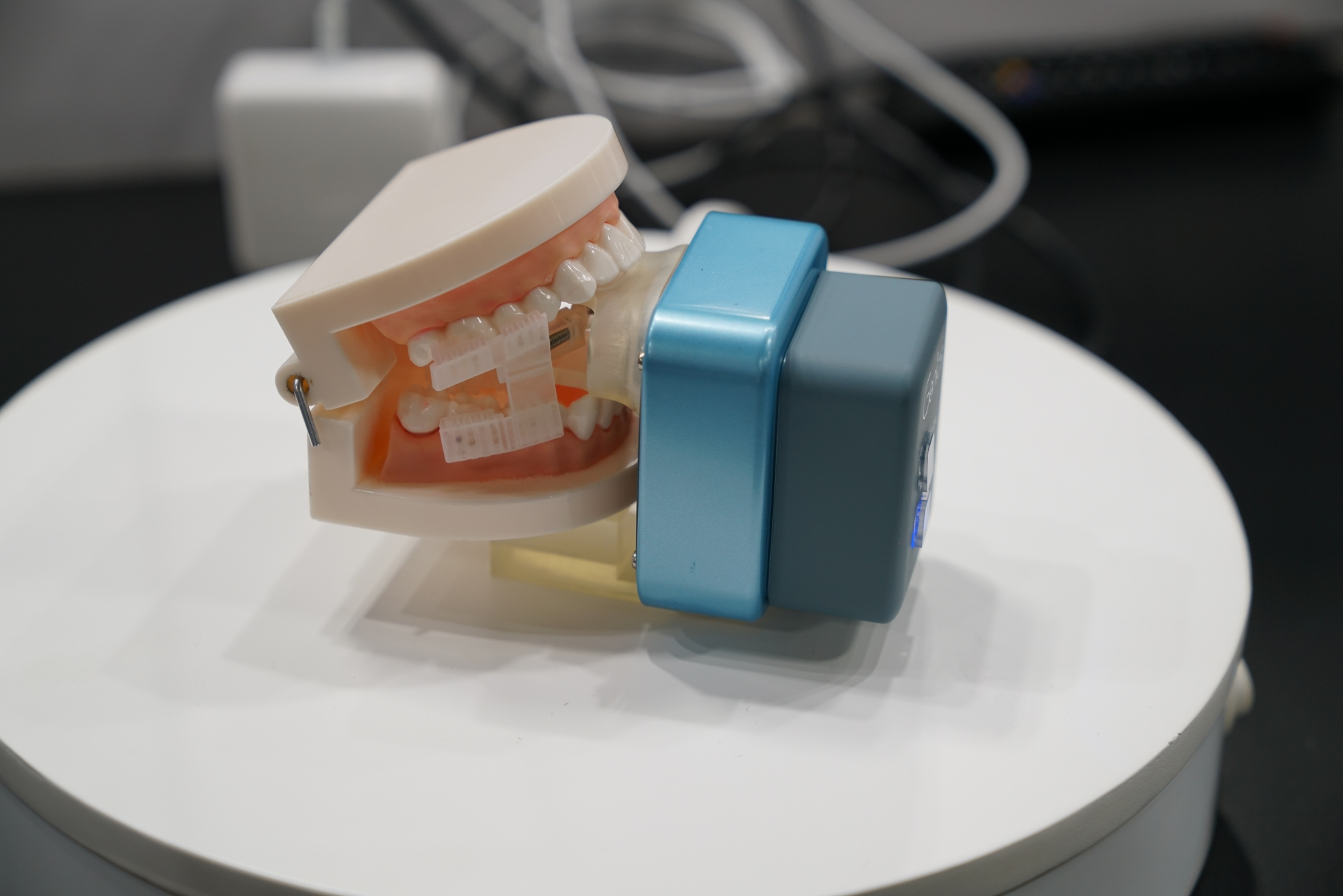 Automatic toothbrush robot to keep your teeth fresh n' clean
