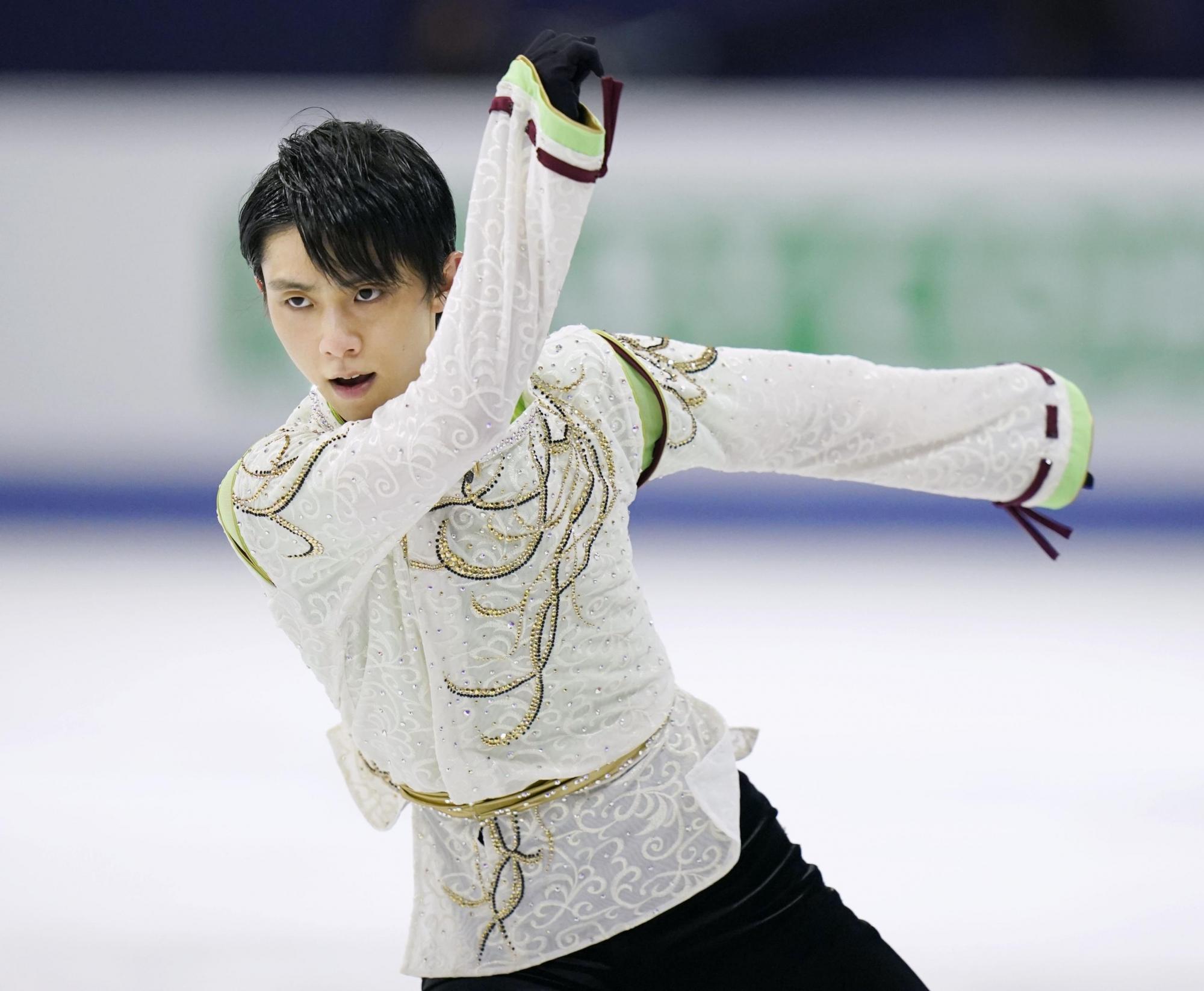 "Yuzuru Hanyu becomes first male figure skater to achieve ""Super Slam"""