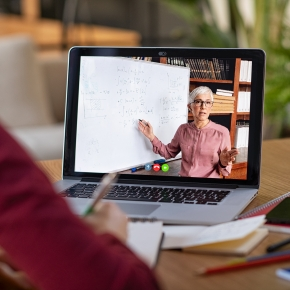 Online classes as an expansion of learning opportunity.<br /> [Author]<br /> Associate Professor Shigeto Ozawa, Faculty of Human Sciences